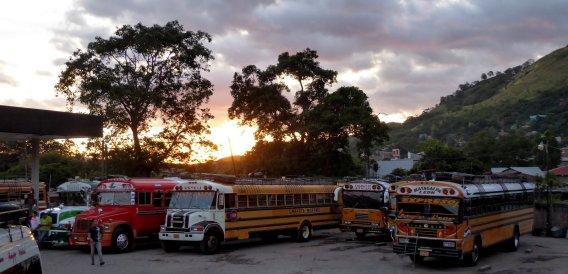 Busstation met avondzon. Matagalpa