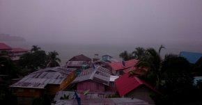 50 tinten grijs vanuit de hangmat. Old Bank, Isla Bastimentos (Panama)