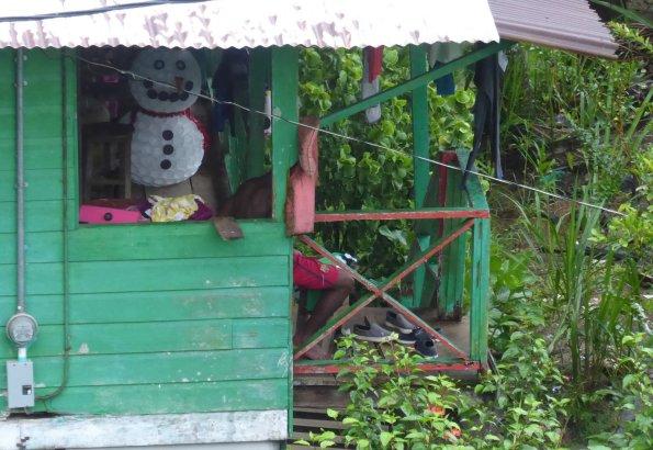 Plasticbekertjesmannen smelten tenminste niet. Old Bank, Isla Bastimentos (Panama)