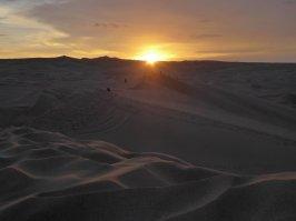 Zonsondergang in de woestijn van Huacachina.