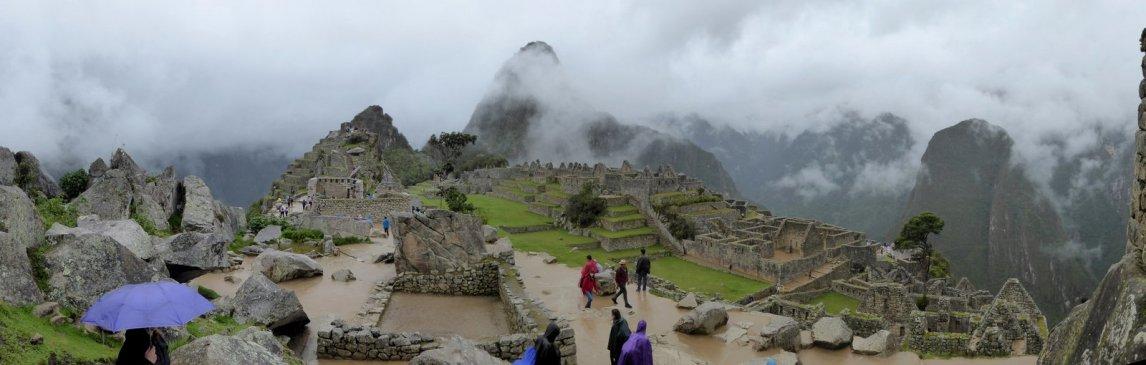 Gelukkig valt Elske's paarse paraplu niet zo op XD Machu Picchu