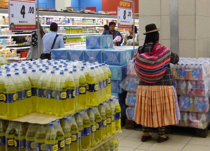 Oud en nieuw. Zou Inka Cola vroeger ook al bestaan hebben? Behoorlijk zoetig trouwens. Puno