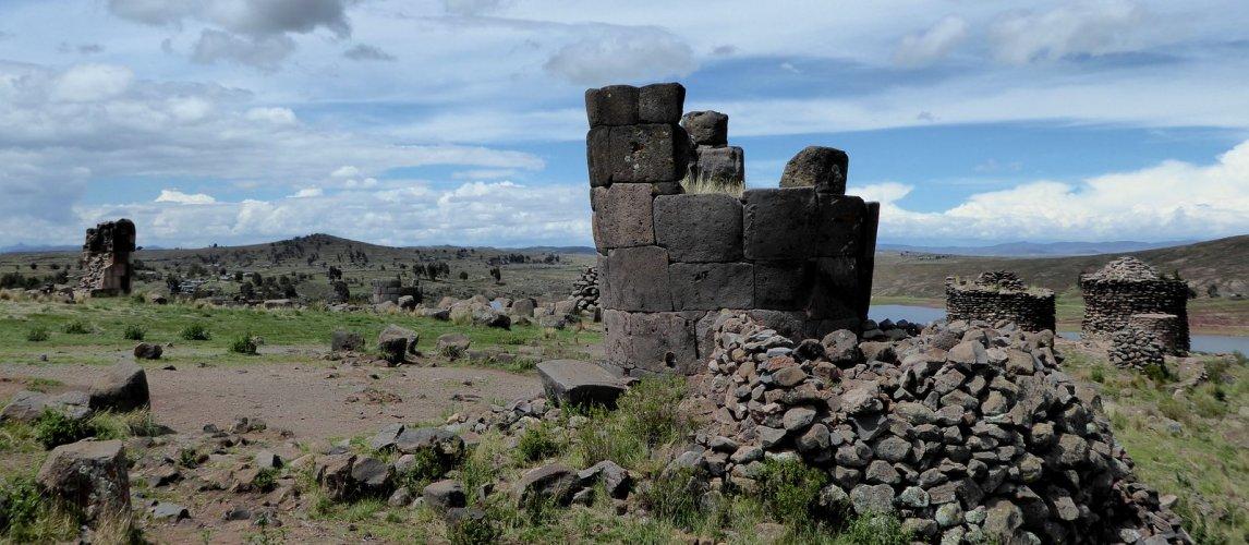 Veel graftorens in Sullistani.