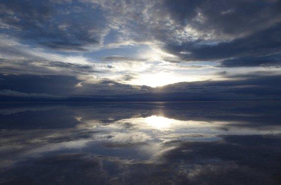 Net nog iets van de zonsondergang te pakken... Salar de Uyuni