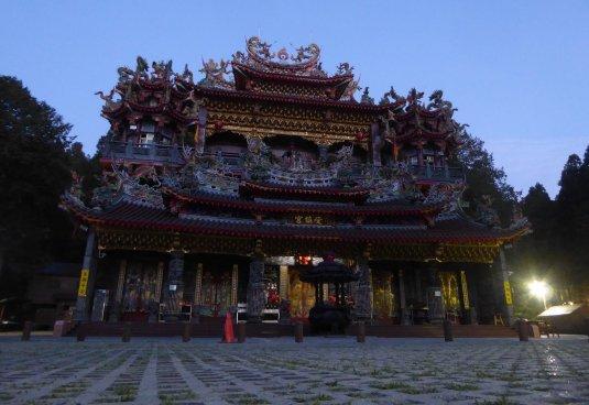 Tempel by night. Alishan NP