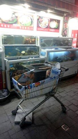 Mobiele BBQ voor de visjes uit het aquarium! Haeundae, Korea