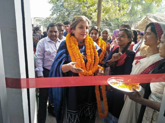 फूलपुर आजमगढ़- इंसाफ जनसंगठन कार्यालय अम्बारी पर फ़िल्म अभिनेत्री शबाना आज़मी ने चिकनकारी सेन्टर का किया उदघाटन संवाददाता- सिद्धेश्वर पाण्डेय