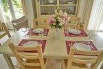gedeckter Tisch der Essecke, Villa Aurelia an der Cote d'Azur in Südfrankreich