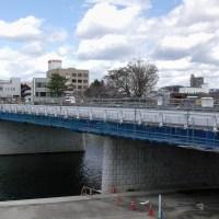 殿橋の隣に、新しい橋がもうすぐ完成しそうです。