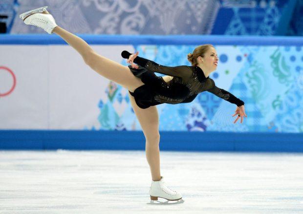 Carolina Kostner impegnata in un esercizio a Sochi 2014