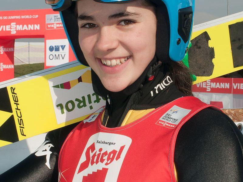 Lara Malsiner atleta azzurra di salto con gli sci