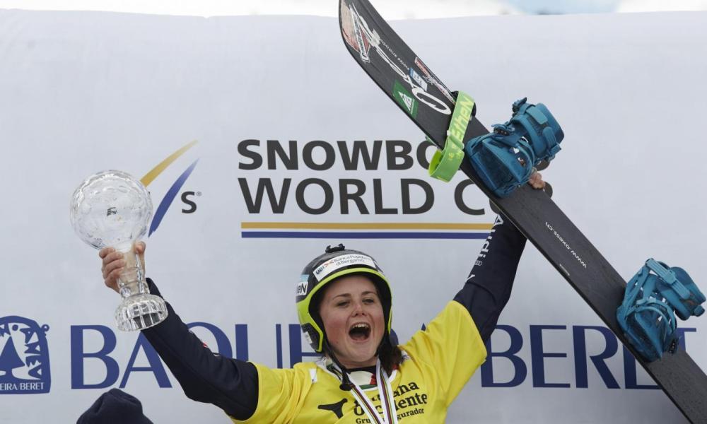 Michela Moioli esulta per la vittoria della Coppa del Mondo di snowboard del 2016
