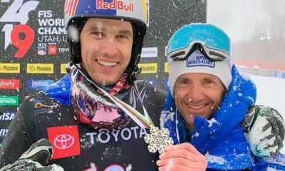 Roland Fischnaller celebra la medaglia d'argento