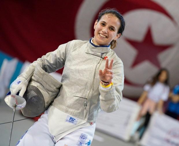 Irene Vecchi sorride in posa sulle pedane di Tunisi