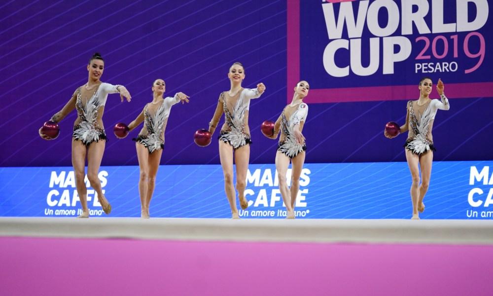 La squadra delle Farfalle nella competizione di specialità della Coppa del Mondo FONTE: federginnastica.it