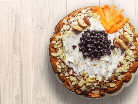 Kook marjade, pähklite ja mandlitega