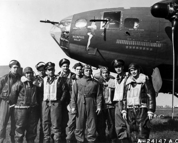 https://i1.wp.com/www.b-29s-over-korea.com/MemphisBelle/images/Memphis-Belle-and-Crew-NMUSAF.jpg