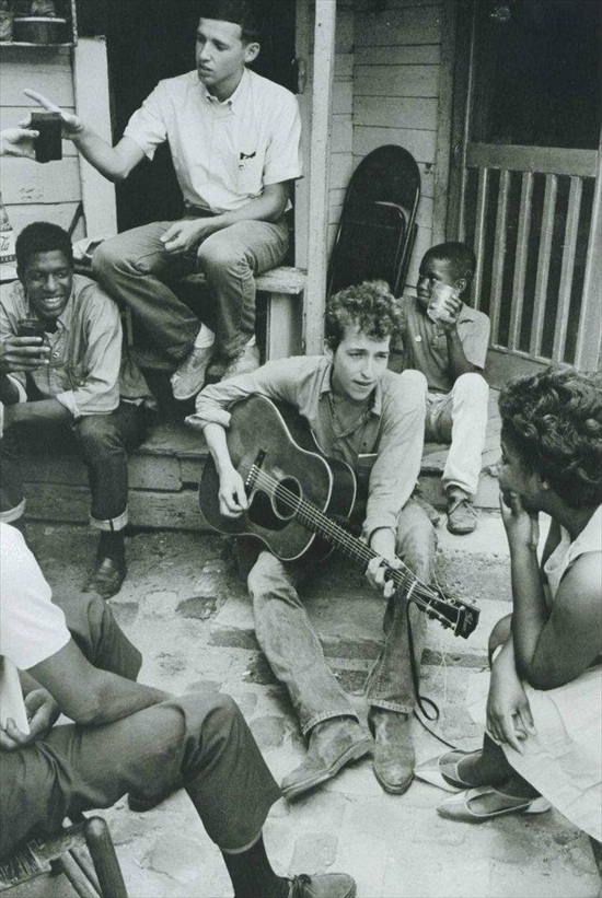 Young Bob Dylan Entertains