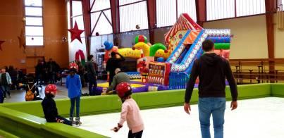 Patinoire et gonflables cirque pour Noël