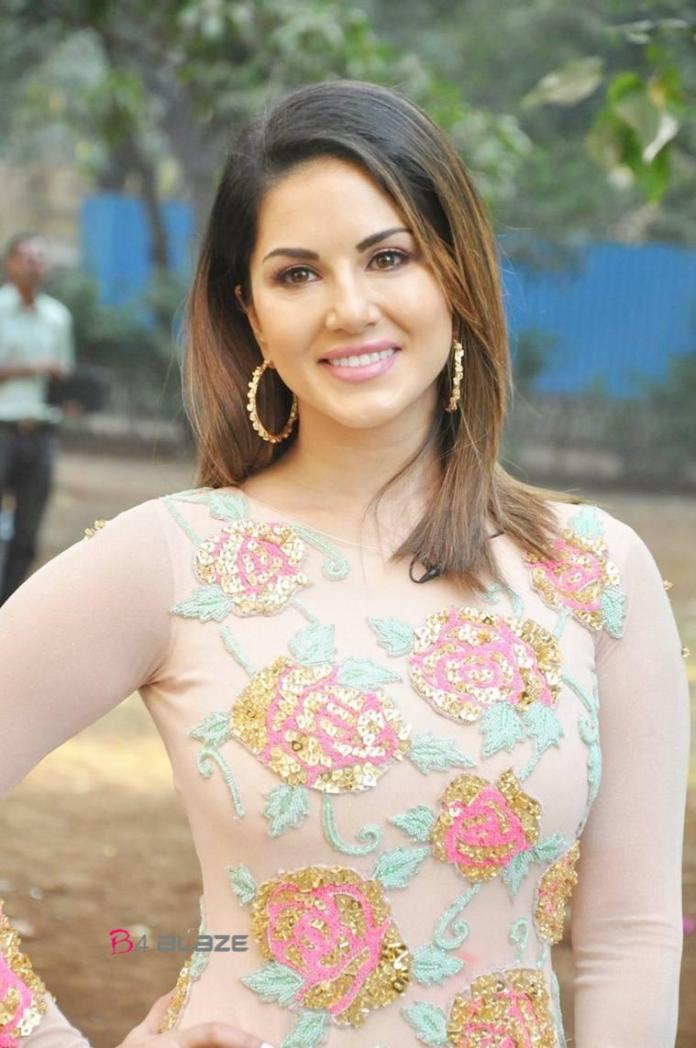 Sunny Leone (3)