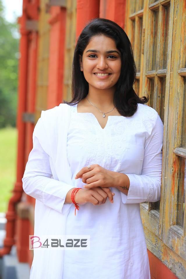 Saniya Iyappan Latest Photos (1)