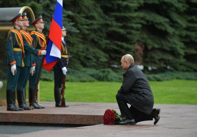 Алексеј Дружинин, Спутник, Кремlin базен Фотографија преку АП