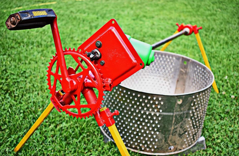 Само за битолски мераклии: Направете сами машина за печење кокошки, прасиња, јагниња и друго