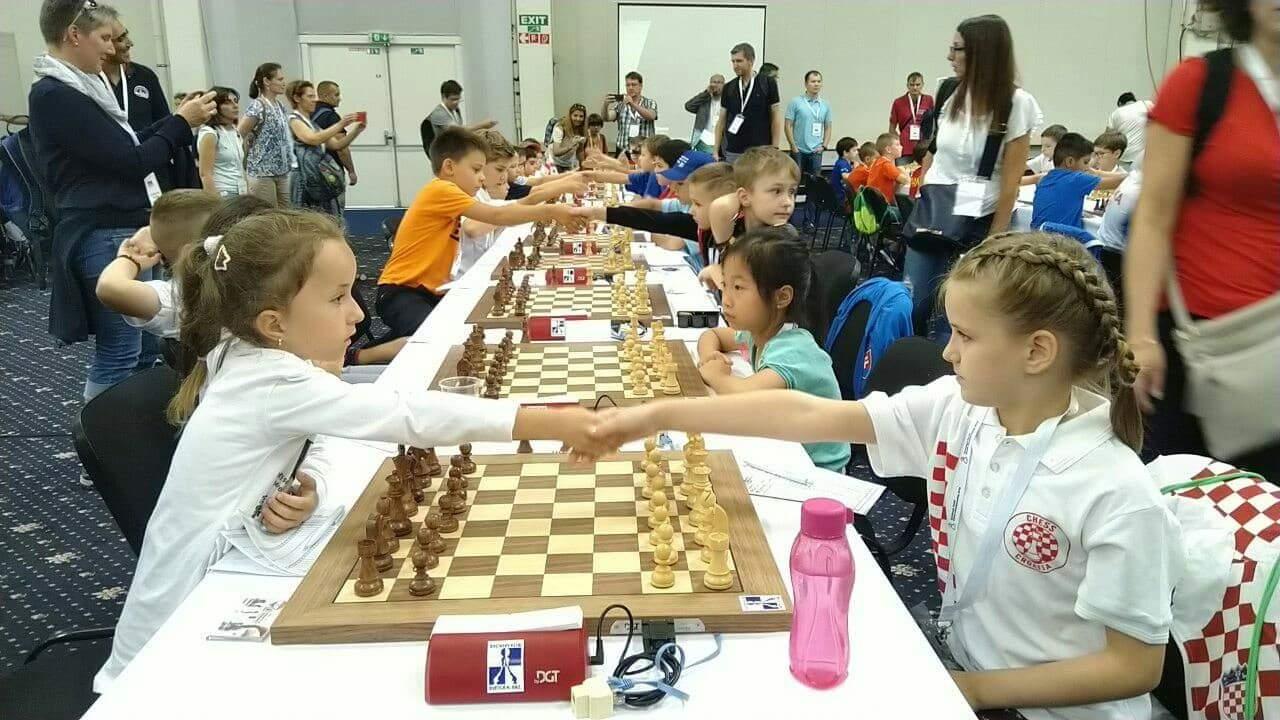 Осумгодишната Наде Смилевска од Битола ни донесе еден куп победи во шах од Европското првенство за млади