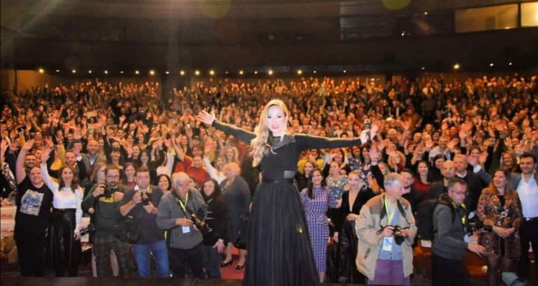 """""""Ви благодарам драги битолчани до небо за вашата бескрајна љубов!"""" – се заблагодари Јелена после одржаниот концерт"""