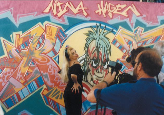 Nina Hagen in front of a artwork Graffiti on canvas for the TV show »Die 2 im Zweiten« live at IFA Internationale Funkausstellung, Berlin 1991.