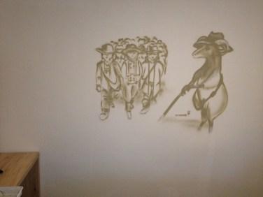 >> Heidschnucke & Schäfer. Michel & Friends Hotel Hodenhagen 2018. Gesprühte Illustration-jedes Zimmer mit individueller Gestaltung. Spraypainted illustration, every room with a customized topic.