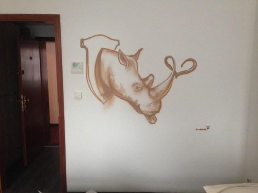 Rhino. Michel & Friends Hotel Hodenhagen 2018. Gesprühte Illustration-jedes Zimmer mit individueller Gestaltung. Spraypainted illustration, every room with a customized topic.