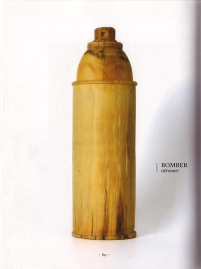 Holzdose 2007 wooden spraycan 2007 © Helge BOMBER Steinmann, VG Bild Kunst Bonn. Seite 60 400 ml 400 bombes de peintures