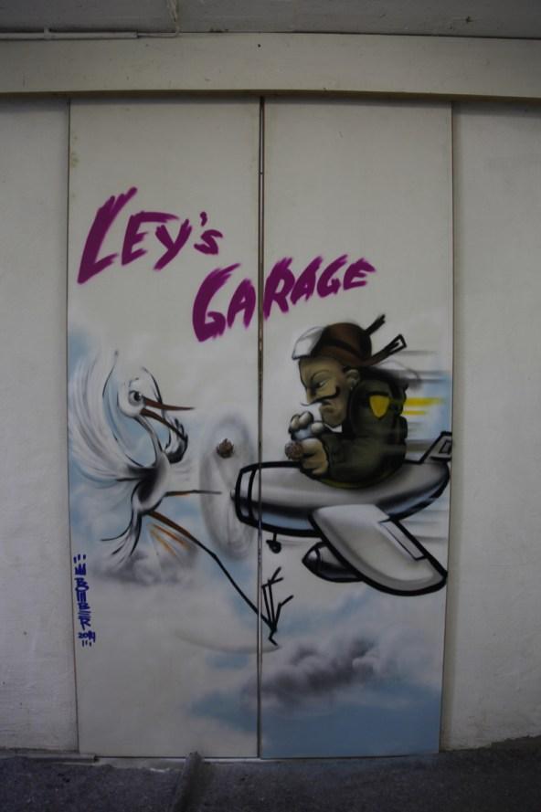 Ley's Garage, Farbsprühdose auf Holz, Mechernich-Eiserfey, 2014