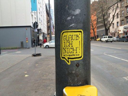 Die Erlaubnis über die Straße zu gehen?