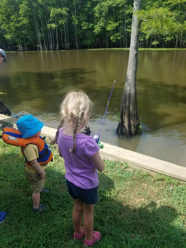 BabeInThePines.com & family fishing at Caddo