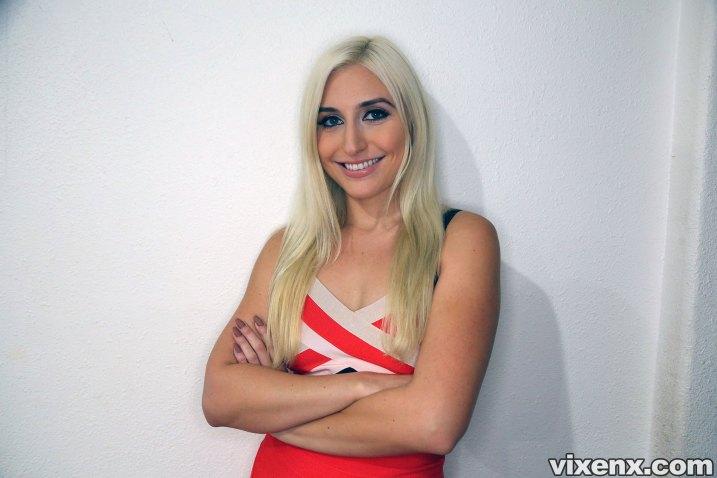 Property Sex Hot Blonde Landlady Xandra Sixx Fucks Talented Tenant -01