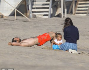 Jennifer Garner and Bradley Cooper spotted at the beach