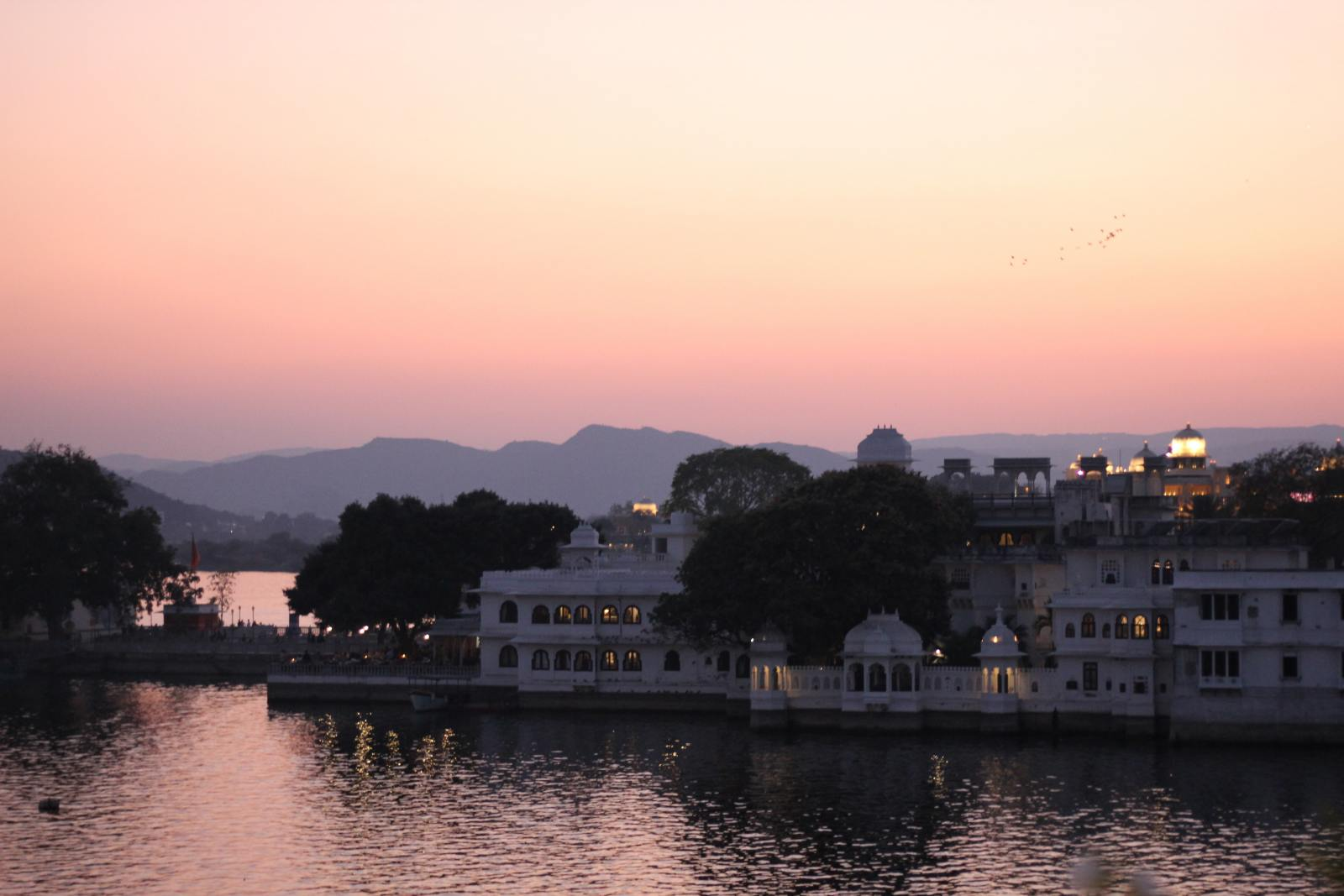 sunset on lake pichola udaipur