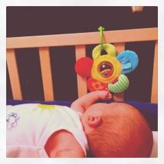 """Sein erstes """"eigenes"""" Spiel beschäftigt ihn schon mehrere Minuten. Völlige Faszination..."""