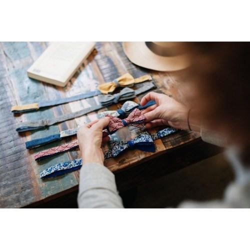 noeud-papillon-motif-seigahia-rouge-revers-bleu-azur