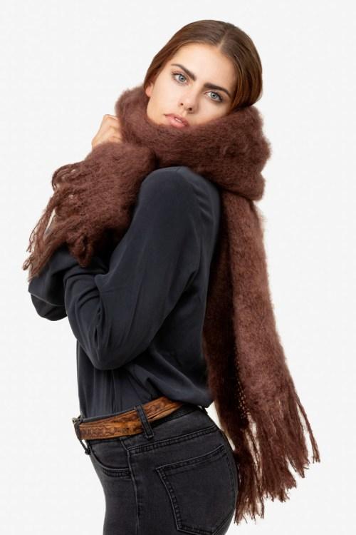 Model-Snuggle-Cocoa