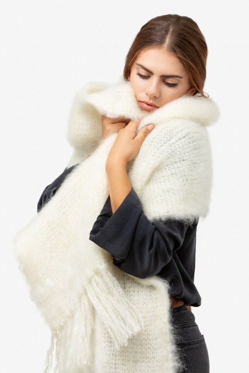 Model-Snuggle-Ecru