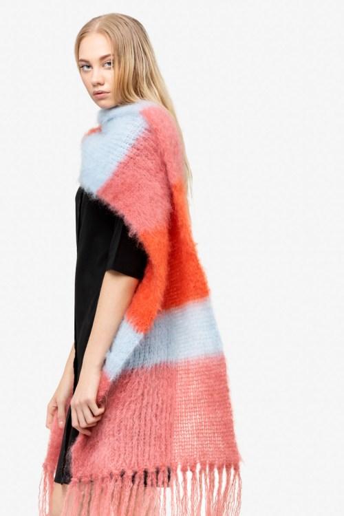 Model-StripedSnuggle-CoralWashedDenimClay