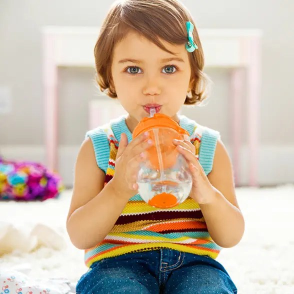 11485_any_angle_10oz_straw_cup_orange_child_sipping-cup