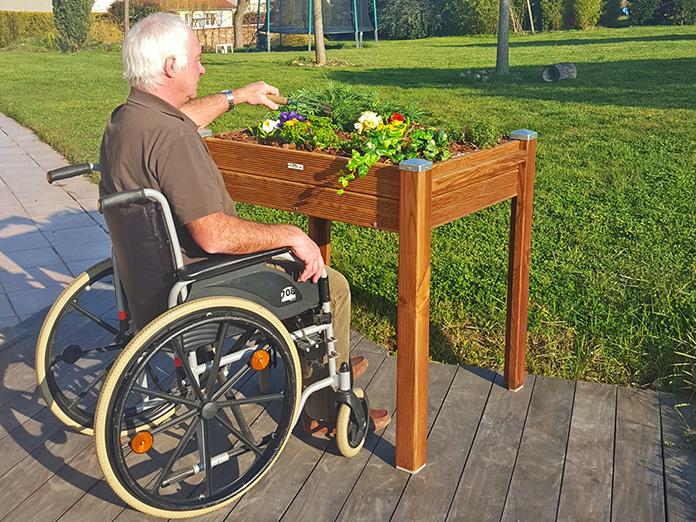Jardinière surélevée accessible personne à mobilité réduite