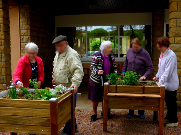 Bacs à plantes en résidence seniors