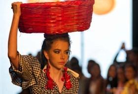 Nicaragua Diseña presenta el Canasto Rojo como tendencia para este Otoño en Nicaragua. Poetas responden