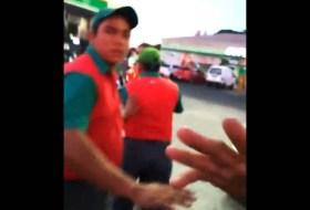 El video del bombero que (tal vez) no echó gasolina y arma pleito