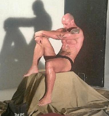 Gareth Thomas nearly naked